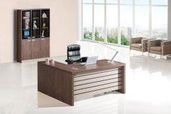 高品質なモダンデザインの安全素材 MDF 160cm 180cm 200cm 木製のエグゼクティブオフィスデスクが置かれている