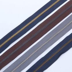 De Lange Ketting van de Ritssluiting van het metaal met de Zilveren/Zwarte Tanden van het Messing van /Anti van het Nikkel