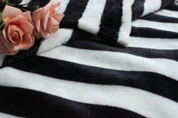 En blanco y una raya blanca franela suave manta de lana textil hogar