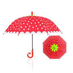 子供の漫画の空想は男の子および女の子のための笛が付いているフルーツの傘をからかう