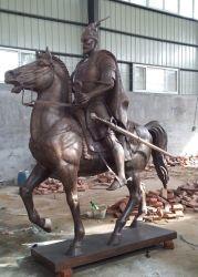 Cavallo Bronze del giardino con la scultura dell'uomo