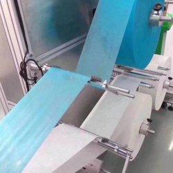Ein gefahrener zwei Typ vollautomatische chirurgische Wegwerfgesichtsmaske, die Maschine herstellt
