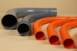 tubo de PVC dobrando com máquina de soquete