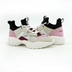 2020人の新しい女性の方法はスエードのスニーカーのスポーツの靴の運動靴に蹄鉄を打つ
