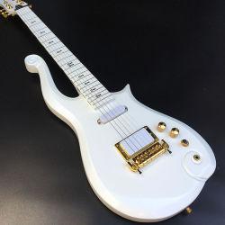 カスタムCloud工場王子のエレキギター、金ハードウェアが付いている白いボディ