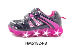 方法美しい柔らかい TPR Sole の女の子は点滅する LED の赤ん坊の靴を点滅させる スポーツシューズ