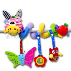 プラシ天のベビーベッドのハングのおもちゃのラッセル音の鐘の手押車の螺線形の柔らかいおもちゃ