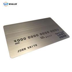 Venda por grosso de cores CMYK de impressão personalizado Cr80 Sobreposição de tamanho de cartão de crédito Gofragem Número do cartão de identificação PVC Tarja Magnética Hotel Key Card