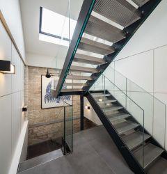 ホーム使用のU形のまっすぐなステアケース住宅のための鋼鉄デザインステアケース