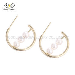 S925純銀製のヨーロッパの方法幾何学的で白いシェルは耳のホックのスタッドのイヤリングを真珠で飾る