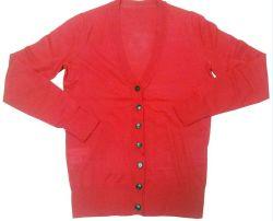 La mujer de manga larga y cuello en V. Cardigan jersey de lana tejida tejidos