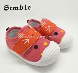 最新の美しい注入は蹄鉄を打つ赤ん坊のズック靴の幼児靴(17330)に