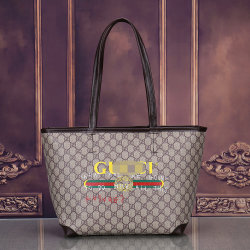 호화스러운 디자이너 여자 가죽 핸드백 소녀를 위한 작은 정연한 어깨에 매는 가방 2020의 금속 리베트 걸쇠 핸드백 우연한 메신저 부대