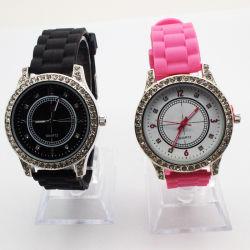Hot Sale Damenbekleidung Armbanduhr OEM-Logo mit Stones (JY-300)
