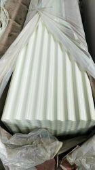 電流を通された波形のセメントの屋根ふきシート