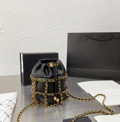 2020 Fashion Hangbag preta com corrente de metal Saco das mulheres