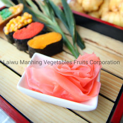 日本の漬物のバケツの菓子によって寸断されるピンクの白い寿司のショウガ