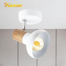 高品質3年の保証が付いている白いアルミニウムSurfsceによって取付けられる40W E14 LEDの壁の木製の点ランプ