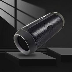 屋外用ホールセールワイヤレスミニ Bluetooth スピーカーを充電しています