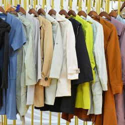 China Proveedor Venta caliente en invierno ropa usada Camiseta Sin Mangas Down Jacket Chaqueta hacia abajo la ropa de invierno de segunda mano