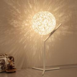 Rota la lámpara de escritorio de metal la decoración del hogar Lámpara de mesa