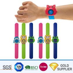 Fantaisie en gros cadeau de Noël de promotion étanches en caoutchouc coloré Cartoon enfants adultes en PVC souple en silicone Smart gifle Bracelet Watch avec logo personnalisé