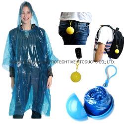 Wegwerpbare plastic transparante Riding draagbare sleutelhanger PE Rain Poncho Ball Met aangepast logo
