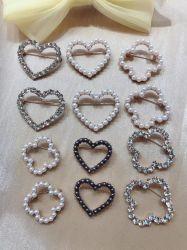 クラシックな魅力ラインストーンクリスタルパールブローチピンファッションドレスコート アクセサリーキュートな宝石類の安全愛の中心のブローチピンの宝石類のため 女性
