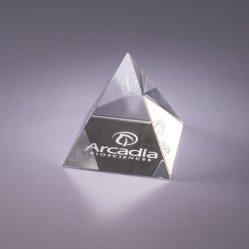 卸し売り3Dレーザーの彫版の水晶ピラミッドFengshuiは文鎮の優れたギフトのクラフトを制作する