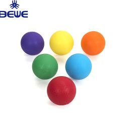 カスタマイズされたOEMの色刷の運動場球PVC