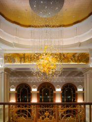 يد حديثة يفجّر كهرمانيّة زجاجيّة كرة أرضيّة فقاعات طويلة مدلّاة ضوء فندق أذين ثريا ضوء