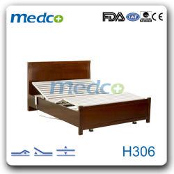 車輪が付いている医学の電気木製のホームケアのベッド