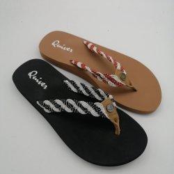 Cadute di vibrazione superiori del PVC di EVA di ultimo di disegno di vendita del piede colore caldo della miscela sole per gli uomini