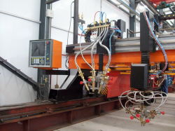 آلة قطع مشطوفة الحواف ذات شعلة CNC مع شعلة قطع ثلاثية
