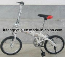 كثير عصريّ يطوي درّاجة/درّاجة
