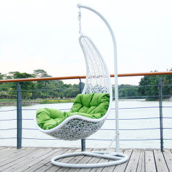 Imensamente Popular Piscina Jardim com cadeiras de vime plana de giro de tafetá