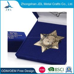 Logotipo personalizado China Latón Mayorista de oro en 3D Insignia de la policía de Artesanía de bordados de estaño metálico Botón tejido esmalte Flor corazón recuerdos coche Insignia Insignia de solapa (polo-01)