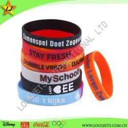 A banda de borracha Eco-Friendly bracelete de plástico Fabricação baixa quantidade mínima de baixo preço da Pulseira de Silicone promocionais