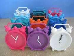 卸売によってカスタマイズされる多彩な方法レトロのシリコーン表の目覚し時計