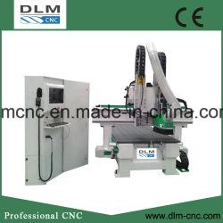 Hölzerne Tür, die CNC-Holzbearbeitung-Maschinerie-Hilfsmittel herstellt