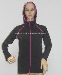 여자의 Lycra 긴 두건이 있는 경솔한 가드 또는 스포츠 착용 또는 수영복