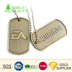 Commerce de gros de métal blanc personnalisé Die Cut émail doux plaqué or bouclier de l'équipe de football Logo Tags pet