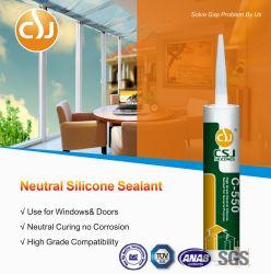 Remplissage d'un composant à usage général neutre joint silicone adhérent