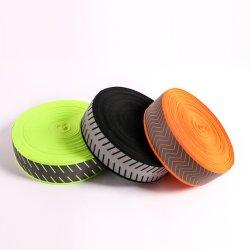 Нажмите кнопку нагрева утюга винила на ткань для обеспечения безопасности моды одежда