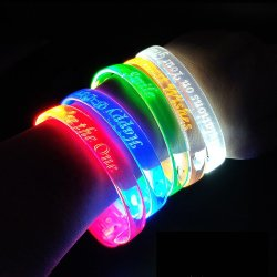Groothandel aangepaste siliconen armband voor paar met geen minimum armband Rubber Electric Bands Hair Rubber Band Fxing Tools LED polsband