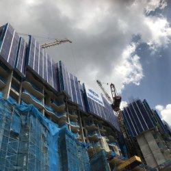 Constructin 보호 스크린 벽에 의하여 붙어 있는 전기 자동 상승 비계