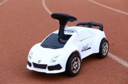 Licença Amarok VW Banco Duplo Kids Bateria Carro com 2.4G RC Passeio de Carro Crianças Carro Eléctrico