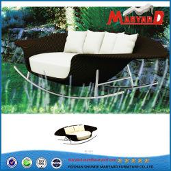 Сад раскачивая плетеной Lounge кровать и диван-кровать ротанга для установки вне помещений