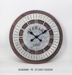 Relógio de madeira e metal antigo