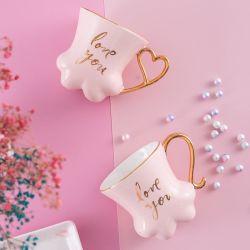 Vidro de cor caneca com alça de ouro para beber café